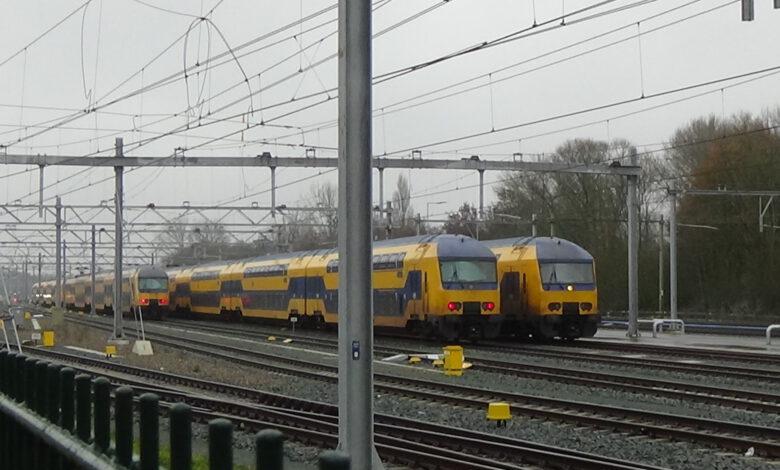 """Photo of NS rijdt dinsdag met alleen Sprinters: """"Stel reis uit indien mogelijk"""""""