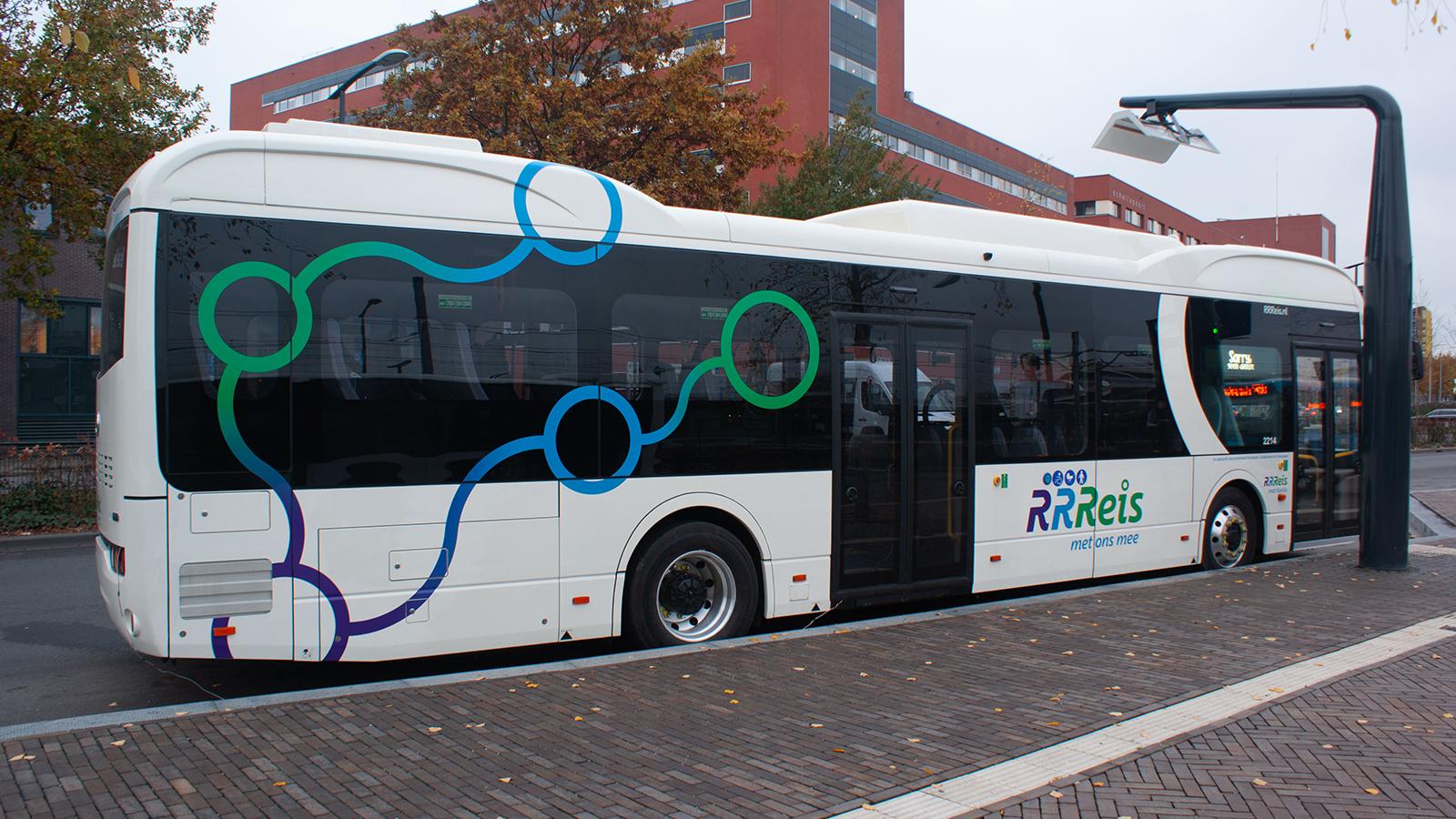 Reisss-bus aan de lader