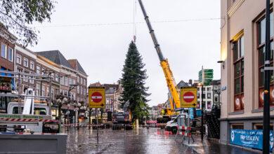 Photo of De kerstboom straalt weer op de Grote Markt