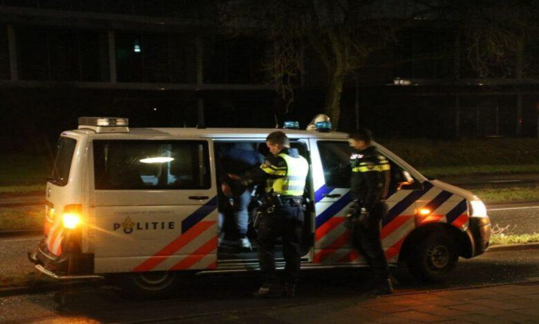Photo of Politie tasert vluchtende man na zoveelste autobrand in Zwolle