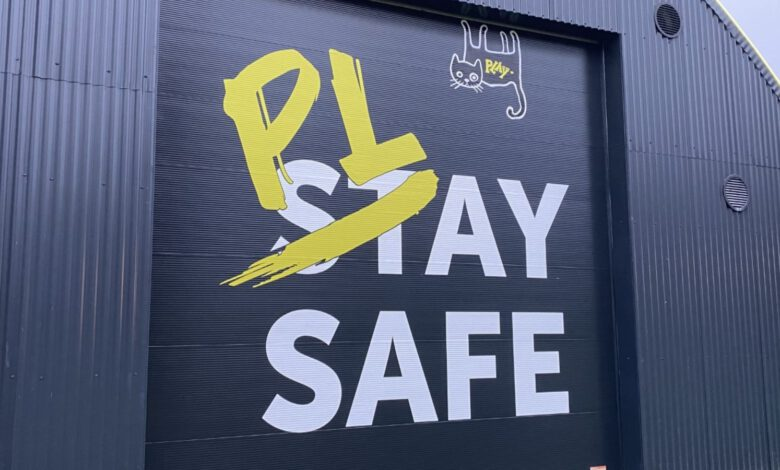 Photo of Van stay naar play safe