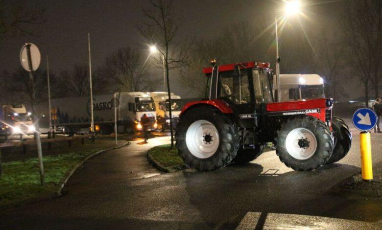 Photo of 70 trekkers blokkeren AH distributiecentrum Zwolle