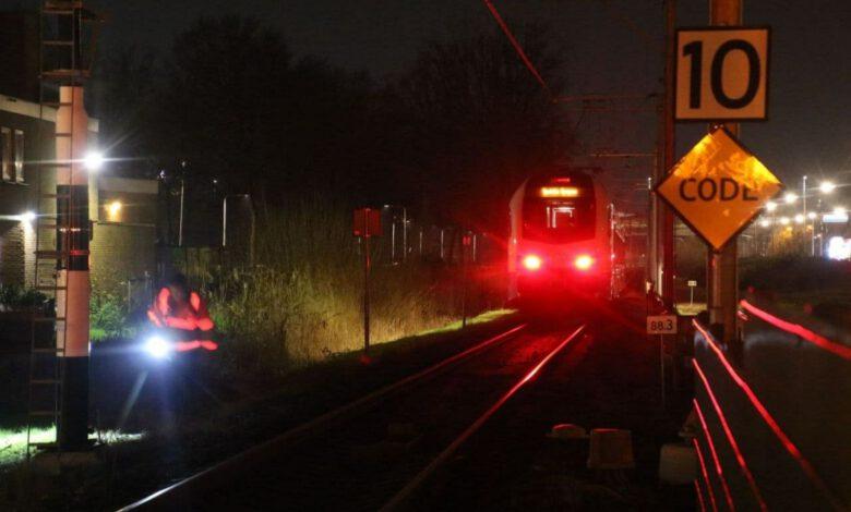 Photo of Personenauto in botsing met trein op Nieuwe Veerallee