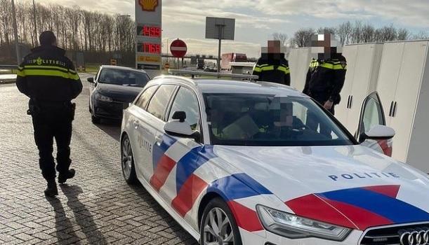 Photo of Politie moet zoektocht op hoge snelheid staken door 'achtervolger' op de A28 bij Zwolle