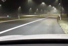 Photo of Dronken man loopt tijdens avondklok op A28 om foto's te maken van lege snelweg