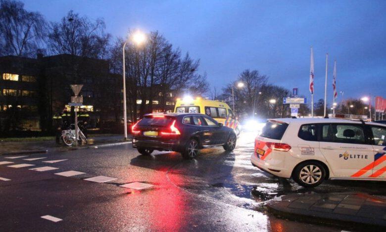 Photo of Fietser gewond bij aanrijding Dokter van Heesweg