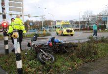 Photo of Scooterrijder lichtgewond bij aanrijding met taxibusje Blaloweg