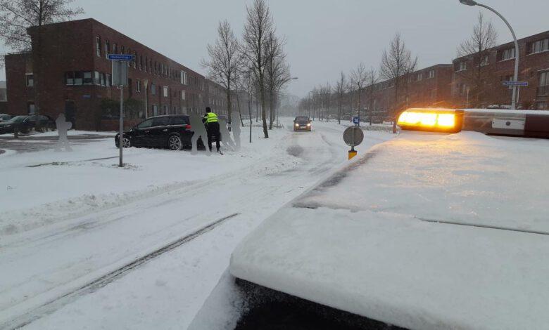 Photo of Politie druk met aanduwen auto's