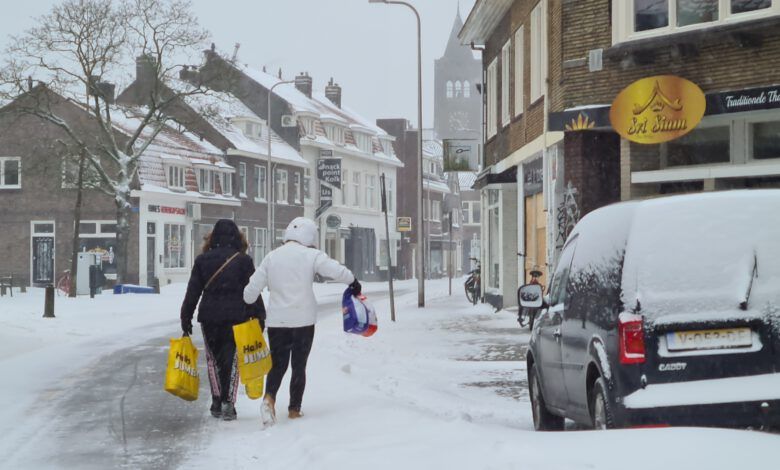 Photo of WEERALARM voor sneeuwjacht en grootschalige gladheid tot middernacht, daarna code oranje
