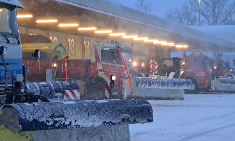 Photo of Strooiwagens rijden af en aan bij zoutdepot Zwolle-Noord