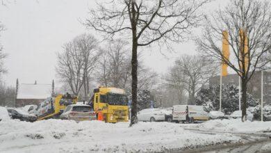 Photo of De sneeuw zorgt voor veel gestrande auto's