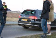 Photo of Motor klapt achterop personenauto op Stadshagenallee