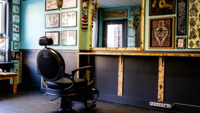 Photo of Tattoo shops druk: mensen trakteren zichzelf na de lockdown op een cadeautje