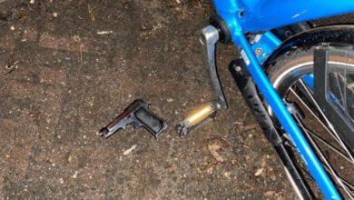 Photo of Drugs, vuurwapen en flink geldbedrag aangetroffen bij man op gestolen fiets