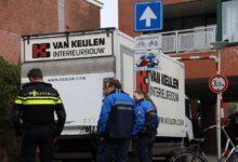 Photo of Vrachtwagen rijdt zich vast onder hoogtebalk bij Jumbo Assendorperstraat