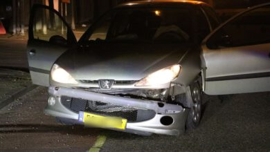 Photo of Auto ramt bewegwijzeringsbord op Rieteweg