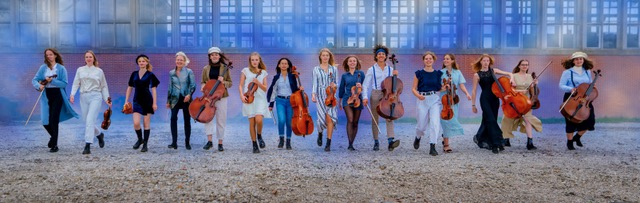 Photo of Celliste Anastasia Kobekina en Matangi Quartet met Britten Jeugd Strijkorkest