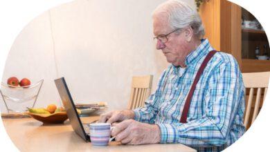 Photo of Ouderen drinken samen koffie, online!