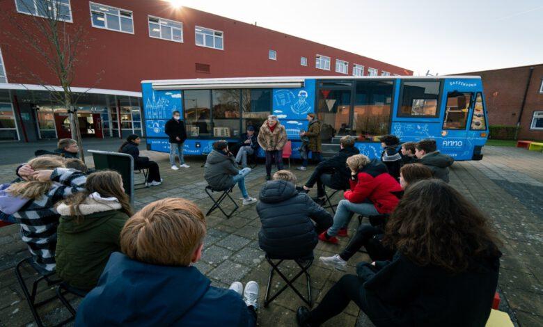 Photo of Het verhaal achter de Zwolse Verhalenbus