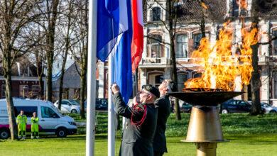 Photo of In beeld: herdenking bevrijding in Ter Pelkwijkpark en planten Anne Frankboom