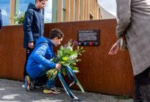 Photo of In beeld: Herinneringsplaquette onthuld in Westenholte voor gesneuvelde Canadese soldaat