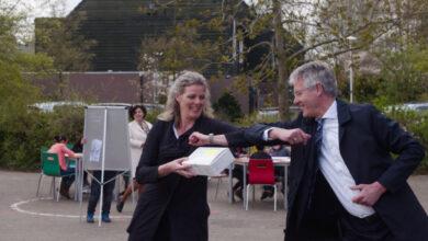 Photo of Minister Slob overhandigt eerste sneltests Zwolse basisschool