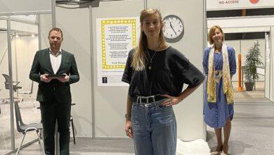 Photo of Gedicht Stadsdichter Sarah Lucassen op wand vaccinatiestraat 12 IJsselhallen
