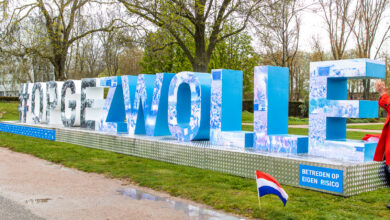 Photo of De letters #OPGEZWOLLE staan nu in Park de Wezenlanden