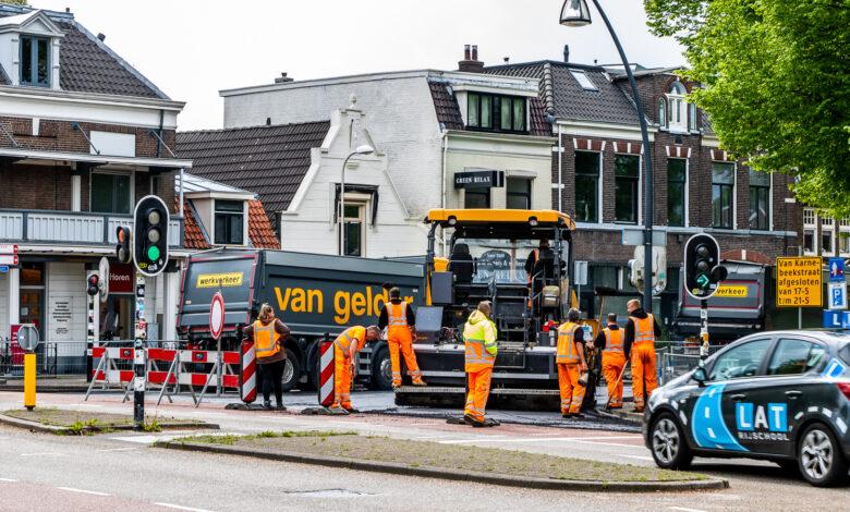 Photo of Het asfalteren aan de Van Karnebeekstraat is bijna klaar
