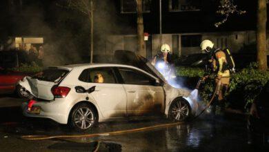 Photo of Politie zoekt informatie over twee autobranden in Zwolle-Zuid