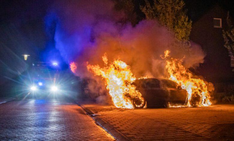 Photo of Politie toont beelden daders die mogelijk betrokken zijn bij autobranden in Zwolle