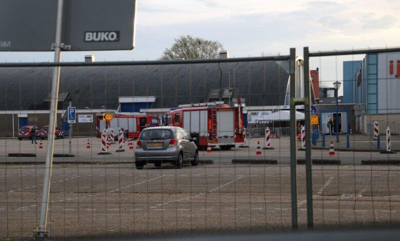 Photo of Stroomstoring in deel van Zwolle, brandweer schiet te hulp bij prik- en testlocatie IJsselhallen