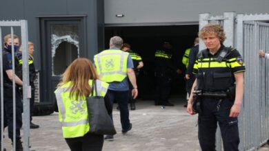 Photo of Kilometertellerfraude, gestolen voertuig en illegale barinrichting bij politieactie in Zwolle