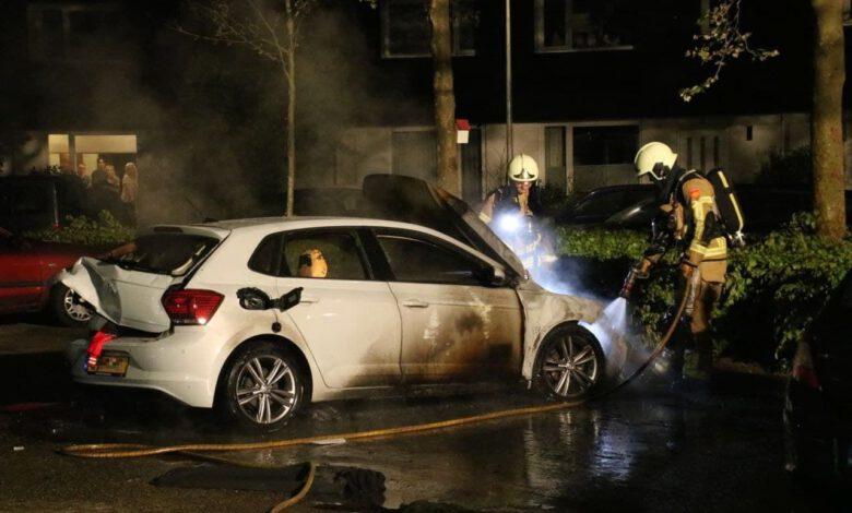 Photo of Auto gaat in vlammen op in Zuid, mogelijk brandstichting
