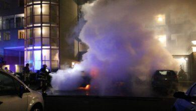 Photo of Twee auto's gaan in vlammen op aan de Staatssecretarislaan, vermoedelijk brandstichting