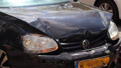 Photo of Schade bij kop-staart botsing met twee auto's Vechtstraat
