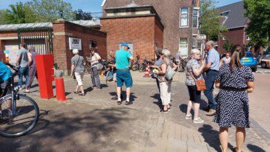 Photo of Lange rij bij GGD Zwolle voor het gele boekje