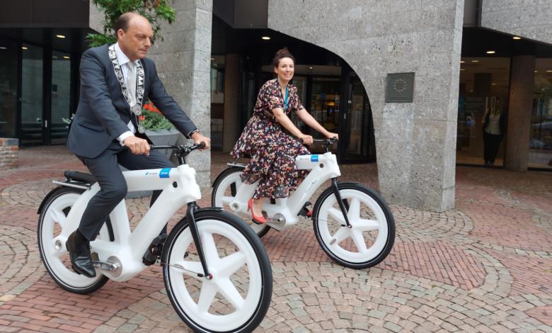Photo of Marijn de Vries eerste fietsburgemeester van Zwolle