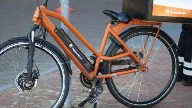 Photo of Maaltijdbezorger op elektrische fiets  aangereden op Willemskade
