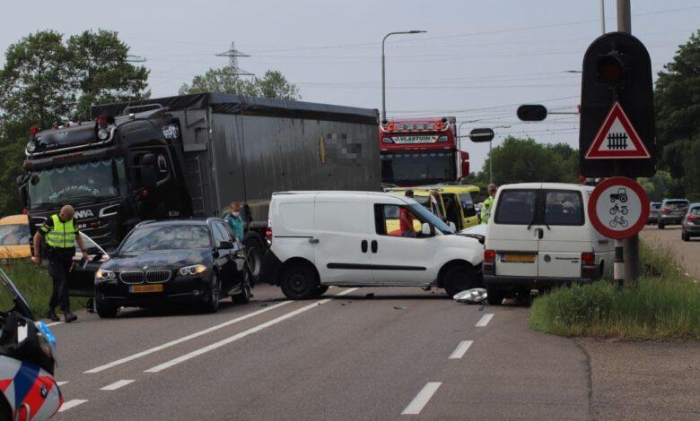 Photo of Behoorlijke botsing voor overweg Hessenweg Zwolle