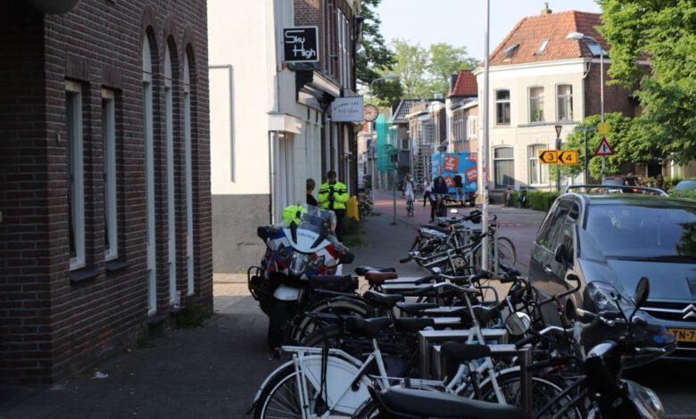 Photo of Man bedreigt personeel coffeeshop in Zwolle met mes, politie gebruikt taser