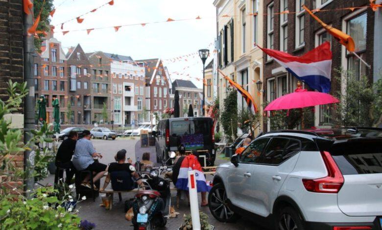 Photo of In beeld: Nederland – Tjechië kijken bij de cafés in centrum Zwolle