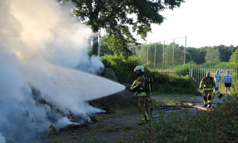 Photo of Flinke rookontwikkeling bij brand maaiafval in het Schellerpark