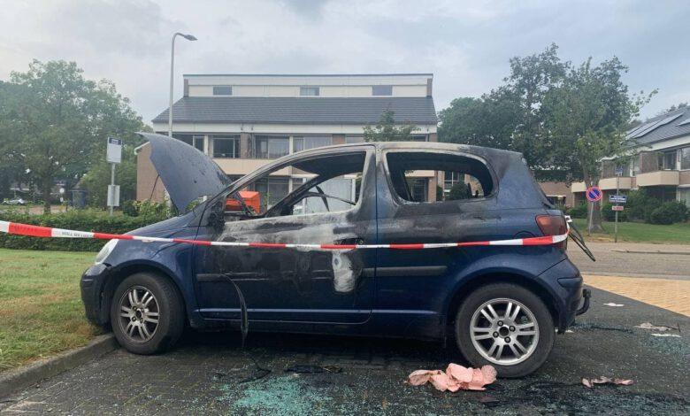 Photo of Auto brandt uit op parkeerplaats woonzorgcentrum; brandstichting niet uitgesloten
