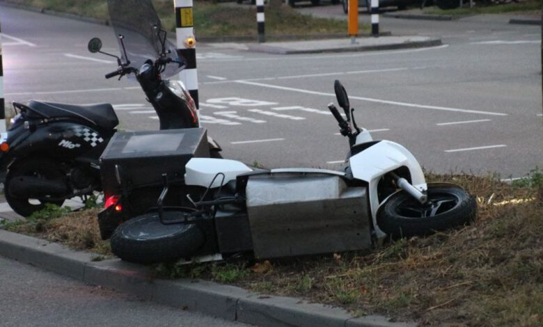 Photo of Maaltijdbezorger en auto botsen op elkaar op Pannekoekendijk