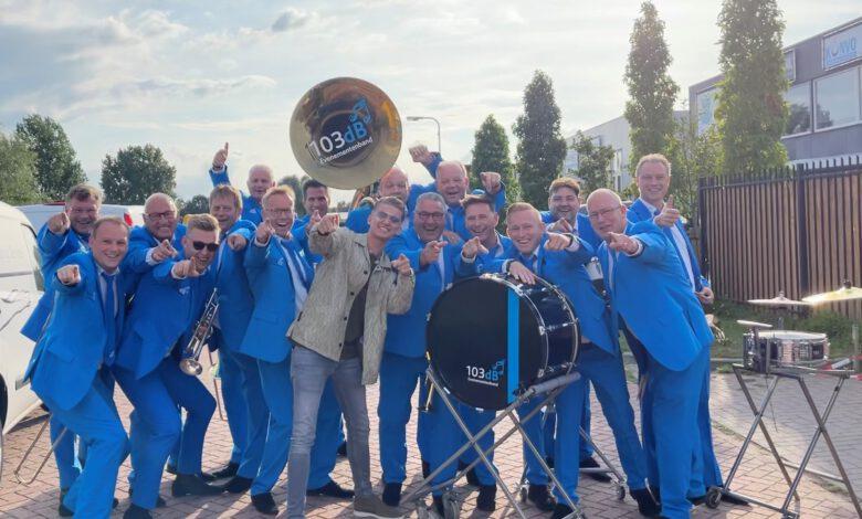 """Photo of 103dB live met Mart Hoogkamer """"Ik Ga Zwemmen"""""""