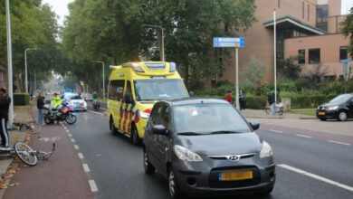 Photo of Botsing tussen auto en minderjarig meisje op Van Wevelinkhovenstraat