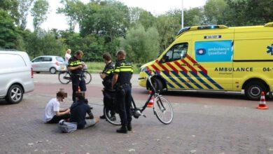 Photo of Fietsster met spoed naar ziekenhuis bij aanrijding Leo Majorlaan