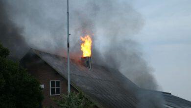 Photo of Update: Uitslaande schuurbrand aan de Oude Wythemerweg