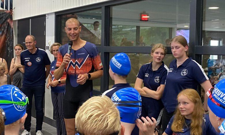 Photo of Maarten van der Weijden opent Zwem4daagse en ontvangt Zwolse cheque van 3.700 euro